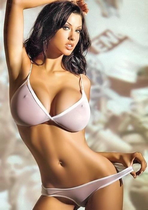 bielizna brunetki duże piersi