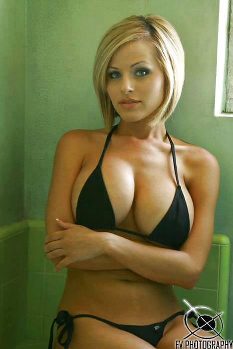 piersi duże piersi blondynki bikini