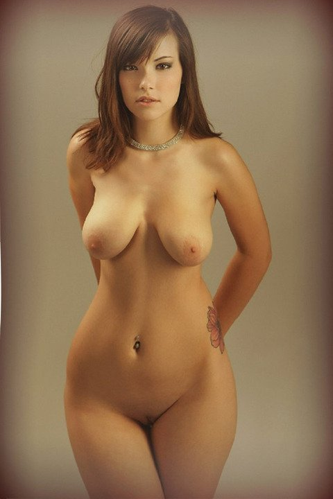 красивые большие бедра голых девушек